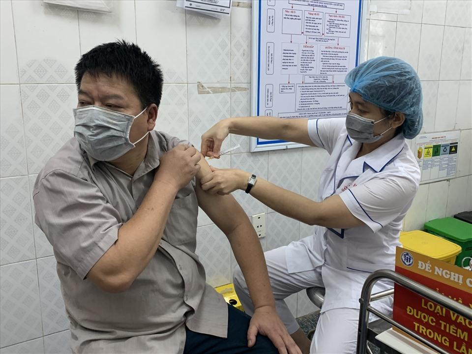 Hà Nội triển khai 30 điểm tiêm vaccine lưu động- -Thần tốc- tiêm phòng tại KCN Thăng Long - VTC Now