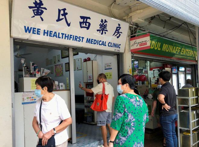 Hé lộ nguyên nhân dân Singapore đổ xô đi tiêm vaccine Trung Quốc - VTC Now